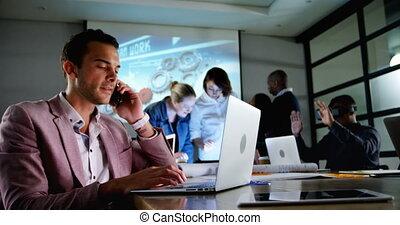 téléphone, ordinateur portable, mobile, conversation, quoique, utilisation, homme affaires, 4k
