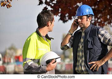 téléphone, ouvriers, site construction