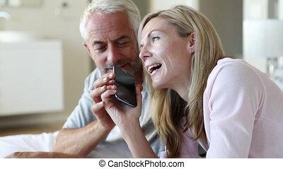téléphone, partn, fermé, homme, prendre, plaisantant