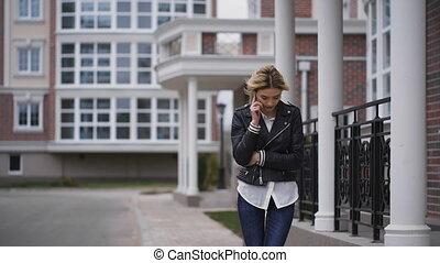 téléphone portable, femme, jeune, conversation