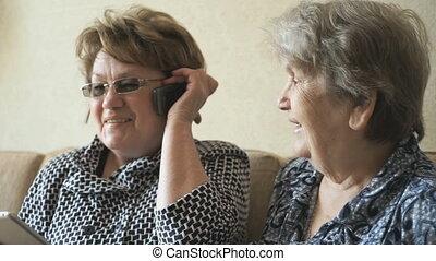 téléphone portable, femme, maison, conversation