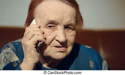 téléphone portable, femme, personnes agées, conversation