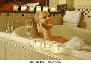 téléphone portable, femme, utilisation, bain