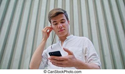 téléphone portable, homme, utilisation, dehors