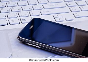 téléphone portable, ordinateur portable