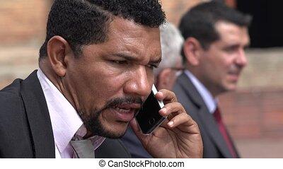 téléphone portable, parler, homme affaires