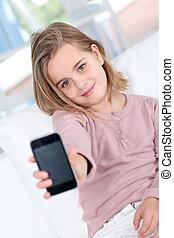 téléphone portable, petite fille, portrait