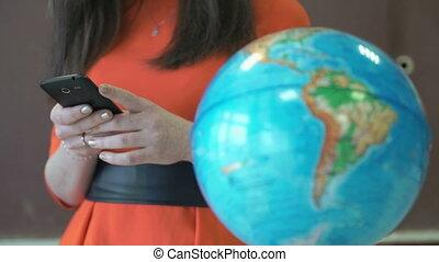 téléphone portable, regarde, utilisation, girl, ton, quelque chose
