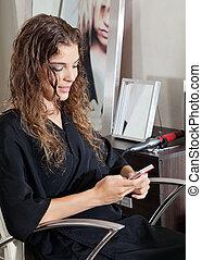 téléphone portable, salon, femme, utilisation