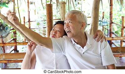 téléphone, prendre, selfie, personne agee, asiatique