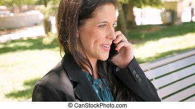 téléphone, réussi, femme affaires, parc, conversation, bench-dolly, mobile