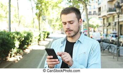 téléphone, sérieux, intelligent, rue, homme, utilisation