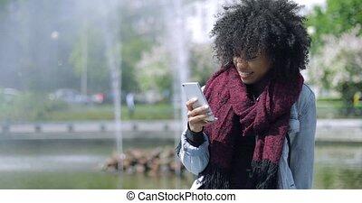 téléphone, sourire, fontaine, girl