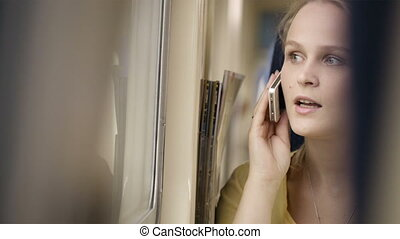 téléphone, train., femme parler