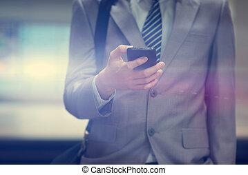 téléphone, train, utilisation, homme affaires, station., intelligent