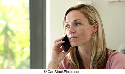 téléphoner femme, blond