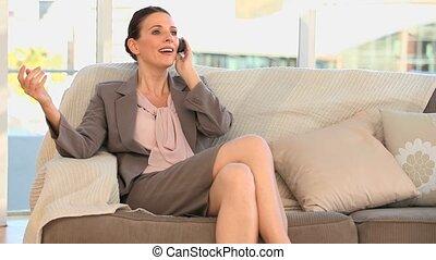 téléphoner femme, brunette, faisant option achat