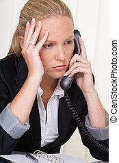 téléphoner femme, frustré, bureau