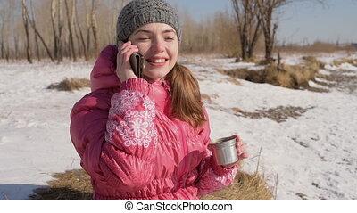 téléphoner femme, hiver