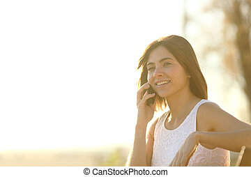 téléphoner femme, parc, heureux, conversation