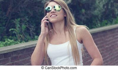 téléphoner femme, parler