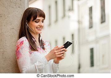 téléphoner femme, rue, écoute, musique