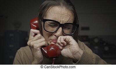 téléphoner femme, triste, pleurer