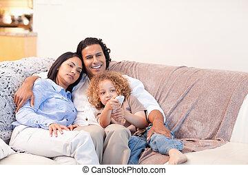 télévision regardant, ensemble, famille