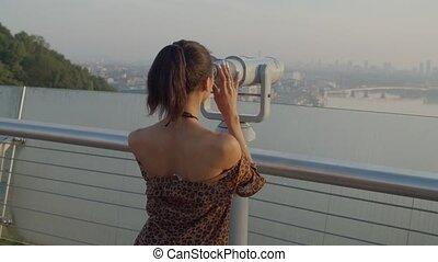 télescope, femme, touriste, par, tourisme, levers de soleil