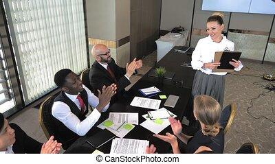 tête, compagnie, travail, fait, année, rapport, parle, employés