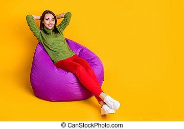 tête, isolé, chaussures, couleur, pantalon, jaune, asseoir, dame, sac, rouges, usure, fond, mignon, mains pleines, derrière, haricot vert, chandail, taille, photo