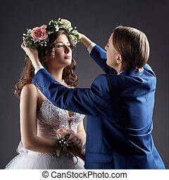 tête, palefrenier, mariée, met, couronne, wedding., lesbienne