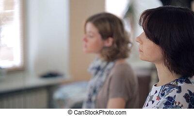 tête, sien, asseoir, virages, regard, deux, jeunes femmes, ...