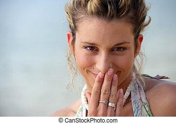 tímido, mujer, playa