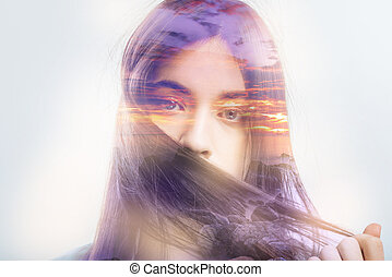 tímido, mulher segura, dela, cabelo, fechadura, e, escondendo, dela, rosto, atrás de, aquilo