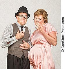 tímido, pareja embarazada