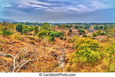 típico, paisaje, en, ellora, cuevas, en, el, seco, season., india