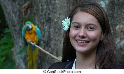 tízenéves kor, mosolygós, buta, leány, papagáj