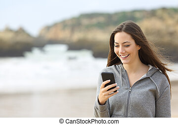 tízenéves kor, telefon, alkalmaz, tengerpart, furfangos, boldog