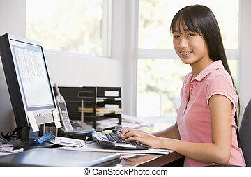 tízenéves lány, használ, desktop computer