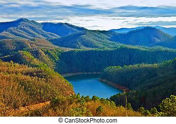 tó, és, hegyek, alatt, a, este