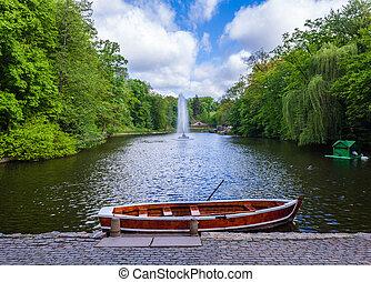 tó, noha, szökőkút, és, csónakázik
