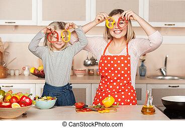 töchterchen, sie, kochen, junger, während, mutter, spaß, haben