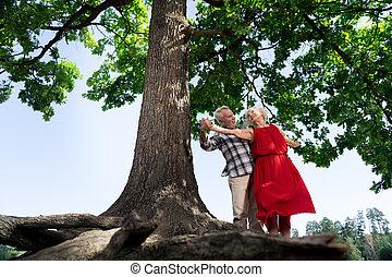 törődik, gyönyörű, övé, feleség, bevétel, liget, öregedő, jár, férj