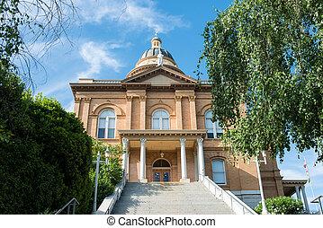 történelmi, törvényszéki épület, aranybarna