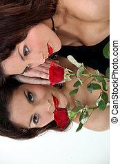tükör arcmás, közül, egy, gyönyörű woman, noha, egy, rózsa