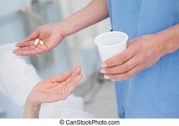 türelmes, ápoló, drogok, odaad