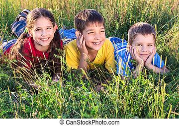 tři, usmívaní, děti, dále, ta, louka