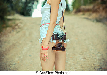 t-shirt, style de vie, short, vendange, back., hipster, appareil-photo., dehors, fin, girl, vue