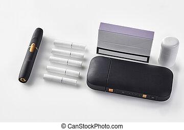 tabacco, system., chiudere, elettronico, viola, heatsticks, generazione, pulitore, batteria, nero, pacco sigaretta, lato, isolato, riscaldamento, nuovo, white., su, cinque